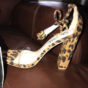 New pair of fashion nova heels, still with tags